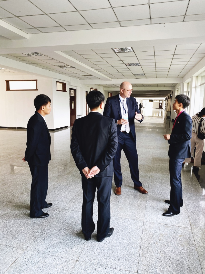 <p>Me in an intense discussion with students from the PUST University, Pyongyang, DPRK.</p>
